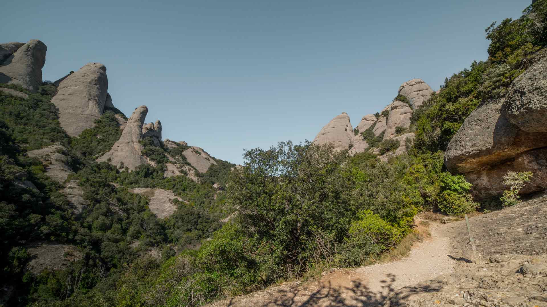 hike-montserrat-path-elefant-sant-jeroni