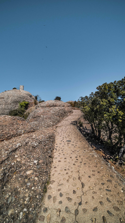 concrete-path-montserrat